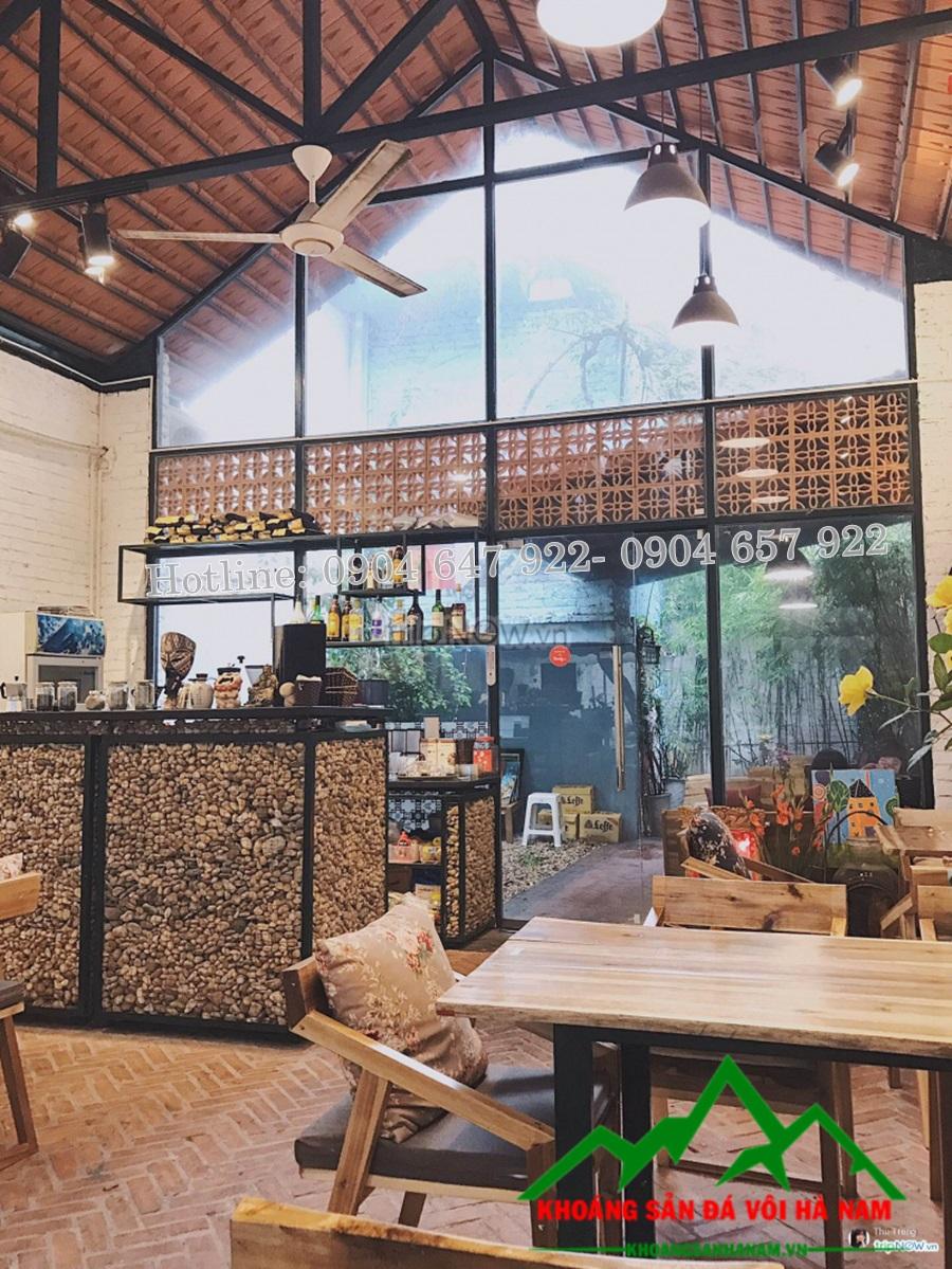 Sỏi trang trí ốp tường quán cafe, nhà hàng