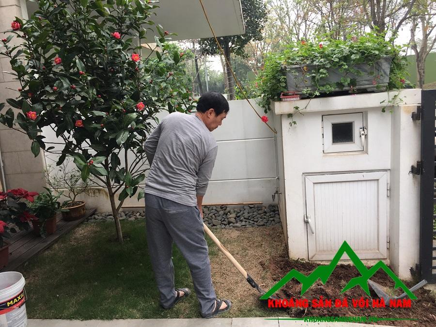 Thi công rải sỏi sân vườn biệt thự gamuda