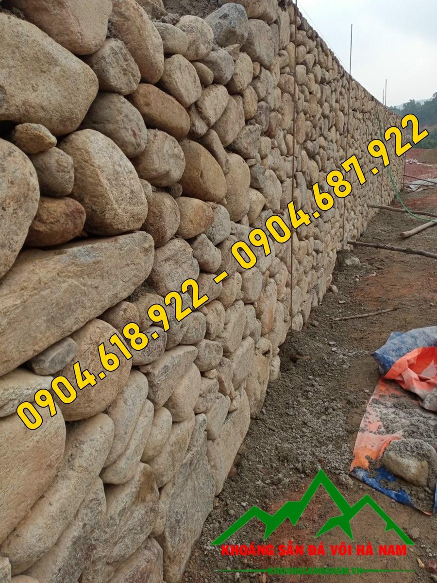 Xây tường rào bằng đá cuội độc đáo